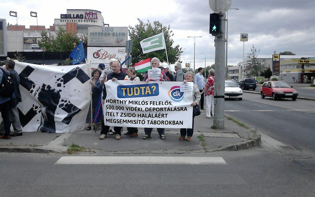 Rólunk írták: Tiltakozók a Horthy-szobor ellen